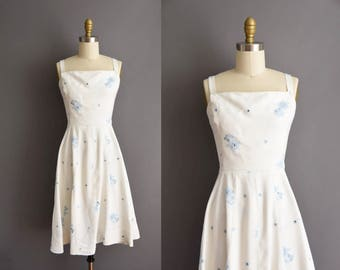 vintage 1950s Jerry Gilden white cotton blue floral embroidered dress Small 50s cotton sun dress