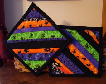 2 Scrappy Quilted Halloween Pot Holders