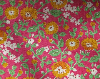 Printed vintage cotton fabric/ pink & flowers/ 0,75 x 3,55 m