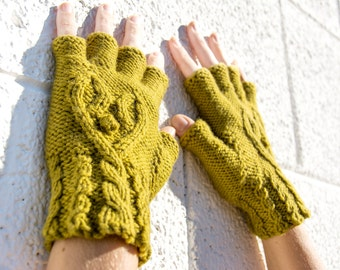 Women's olive green half-finger heart gloves, gift for her, wool knit gloves, fingerless gloves, texting gloves, smoking gloves, hearts