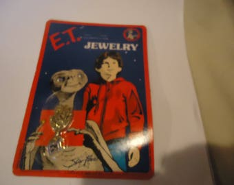 Vintage 1982 ET Jewelry Necklace Extra Terrestrial On Unpunched Card In Sealed Package, collectable