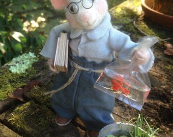 Needle felted mouse: Arthur and the golden fish