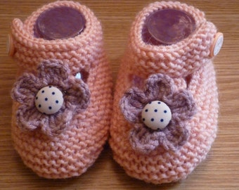 Knit Baby boots, knit girls boots, knit Baby booties, peach, baby girls shoes, knitted baby shoes, handmade baby booties, baby boots