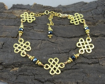 Bracelet Celtic knots gilded love knots with black beads