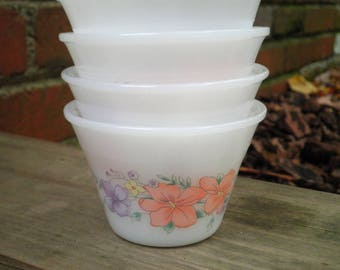 4 Vintage Indopal Custard Cups - Retro Milk Glass Ramekin Bowls - Floral Dessert Dish / Old Portion Cup / Bowl / Dishes / Kitchenware Gift