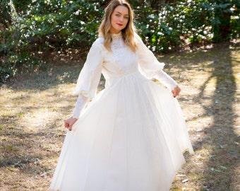 Vintage Wedding Dress // Lace Wedding Dress // Pearl Wedding Dress // Vintage Bride // Vintage Gown // Wedding Gown // 1970s Wedding Dress