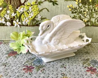 Milk Glass Swan White Milk Glass Candy Dish Rare Milk Glass Bowl Vintage Wedding Centerpiece Vase Swan Decor Swan Planter Bird Decor Swan