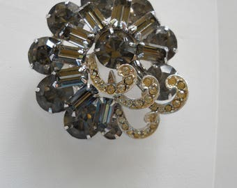 Weiss Pin Brooch Vintage Smoke Gray White Rhinestones with icing