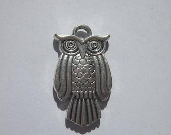 """reversible"" 2.8 cm-(6159) metal OWL charm"