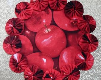 Red Apple Yo Yo Doily