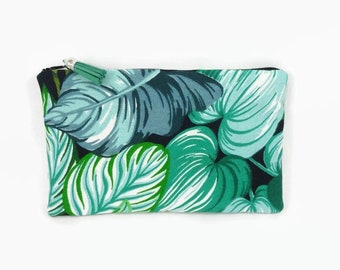 Kit flat pouch cotton printed black background with green and blue exotic feuillame
