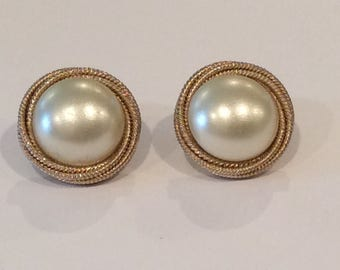 Vintage round Faux Pearl with Goldtone Rope Design, Pearl and gold clip earrings, 1960s costume jewelry, Classic pearls, Button earrings