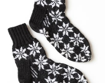 Hand-knitted Wool Socks SNOWY NIGHT By VidaFelt - Size 37-39 - Free Shipping!