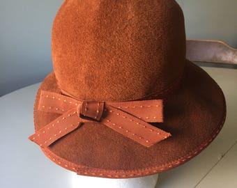 Vintage 1950's Miss Gwenn Jr. New York, Paris, Brown Hat.