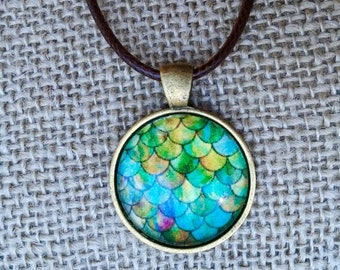 pendent necklace | mermaid scale | mermaid jewelry | glass pendent | necklace