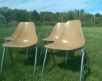 Nice Set Of 4~ Mid Century Fiberglass Shell Stackable Side Chairs