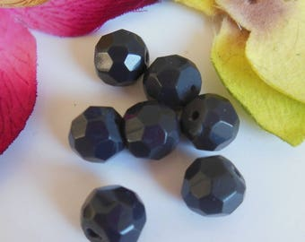set of 7 round faceted acrylic beads