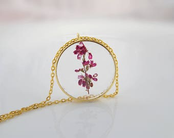 Flowers in Resin flower necklace Nature inspired jewelry Mothers day gift for women Real flower Botanical jewelry Terrarium Anniversary