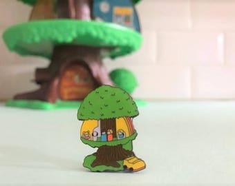 Vintage Pin Club - Retro 1980s tree house toy Enamel Pin Badge