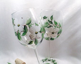 Free shipping Dogwood hand painted pair of wine glasses gifts and weddings