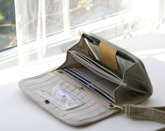 5 extra sleeves for your unfolded money.  Customize your wallet, custom wallets, budget envelope wallet, Dave Ramsey wallet, cash system