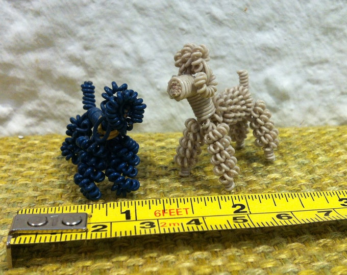 Vintage 2 Dogs Dog Animals, Miniature, Dollhouse Accessoires Decorative