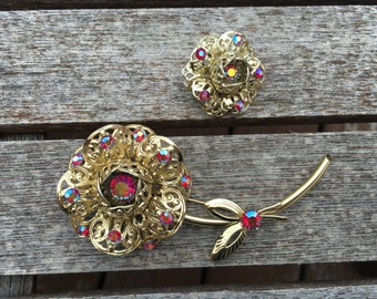 Vintage Sarah Coventry Gold FIligree and Red AB Rhinestone Brooch 0752