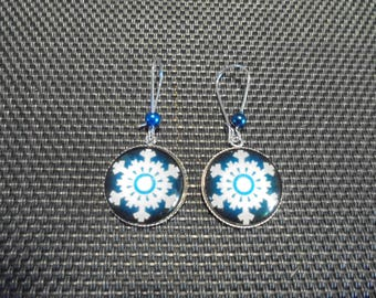 """""""Snow"""" mask and cabochon earrings"""