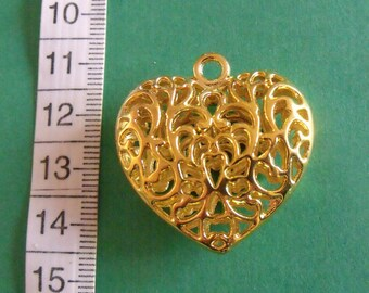 Golden 35mmx34mm openwork heart pendant
