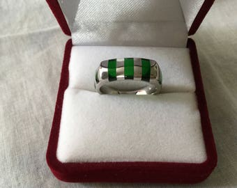 Vintage Original TANK STERLING LUCITE Ring - Very Original Design Large Ring - Green Lucite - Sterling silver - Vintage from France