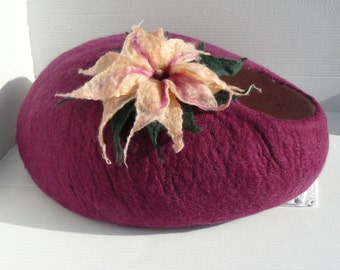 Felted Cat Bed / Cat Cave / Cat Den / Cat House / Cat Cocoon and GIFT