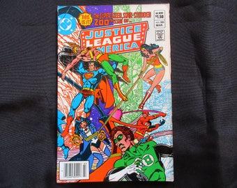 Justice League of America #200 (Anniversary Issue, JLA Origin Retold, Green Arrow Rejoins) D.C. Comics 1982