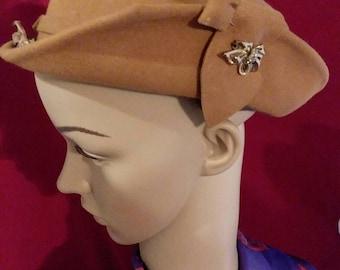 fedora de femmes des années 1940 faite par «Chapeaux Rose»