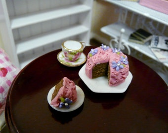 1:12 Miniature Cake 1/12 Scale Sugar Flowers Chocolate Strawberry Dollhouse Food Kitchen Sweet Dollshouse Birthday Patisserie Cafe Mini Iced