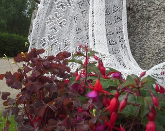 """MADE TO ORDER.Hand knitted triangular Haapsalu scarf  """"The Hearts"""", traditional Estonian lace, 100% wool."""