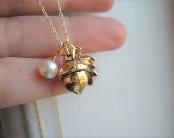 Gold Acorn Necklace and Oak Leaf with Pearl Acorn Gift for Her Pendant with Leaf and Pearl Acorn Jewelry Feminine Acorn