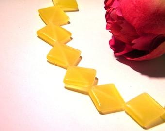 2 beads, glass - diamond of 16 mm - yellow light - 2 chairs H48
