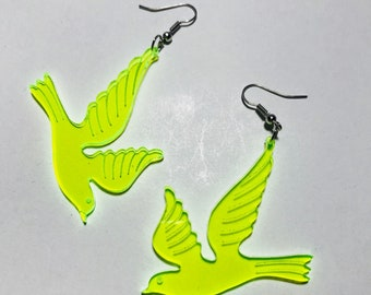 Vintage line green translucent sparrow earrings