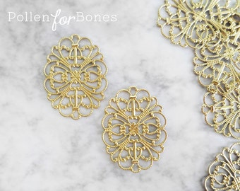 4pcs ∙ Medium Oval Filigree Vintage Round Focal Pendant Lace Wrap Brass Stamping Jewelry Supplies