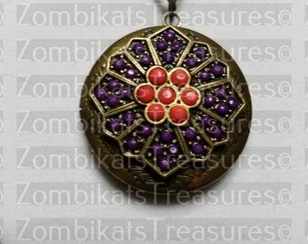 Vintagey Locket Necklace