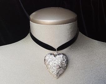 Silver heart necklace, heart pendant, silver heart locket, heart locket necklace, heart choker necklace, locket choker, heart choker velvet