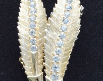 Pretty Vintage Rhinestone, Gold tone Leaf Brooch, Mint Condition