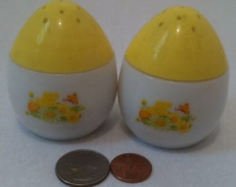 Vintage Salt and Pepper Shakers, Set of Vintage Salt & Pepper Shakers, Egg Shaped Shakers