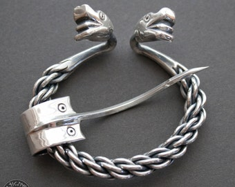 Zoomorphic penannular brooch 1 in sterling .925 silver