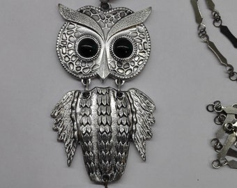 Owl pendant Owl gift Vintage owl necklace green eyes Antique owl necklace Owl necklace Owl pendant   Long chain An owl with green eyes