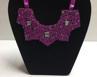 Small bib necklace with beads