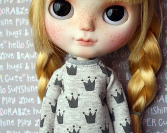 Crown sweater for Blythe, Dal, Licca...