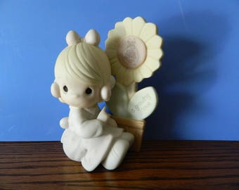 """Precious Moments Collector's Club Girl With Flower """"A Growing Love"""" (C)"""