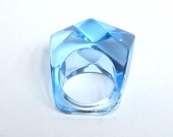 Vintage Blue Lucite Ring – Vintage Mod Lucite Ring – Vintage Plastic Ring – Vintage Acrylic Ring – Vintage Jewelry - Vintage Lucite