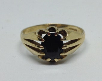 Vintage 9ct Ring, Vintage gold ring, vintage Jewellery, 9ct gold ring, claw set ring, Stone set ring, solid gold ring